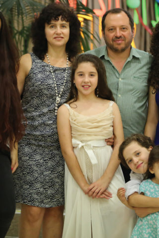 1118 - Leon and Nina Mazin with daughter Elichen and son Yair