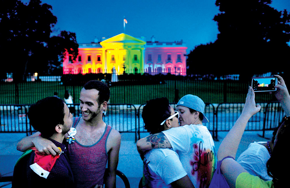 0416-white-house-in-rainbow-colors