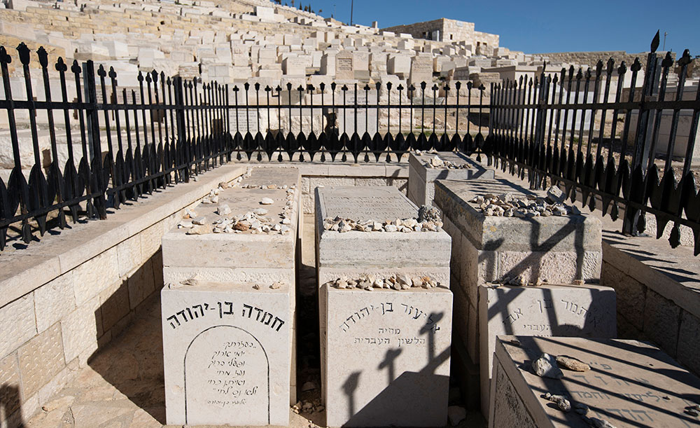 0519 - Eliezer, Hemda and Ben Zion's graves